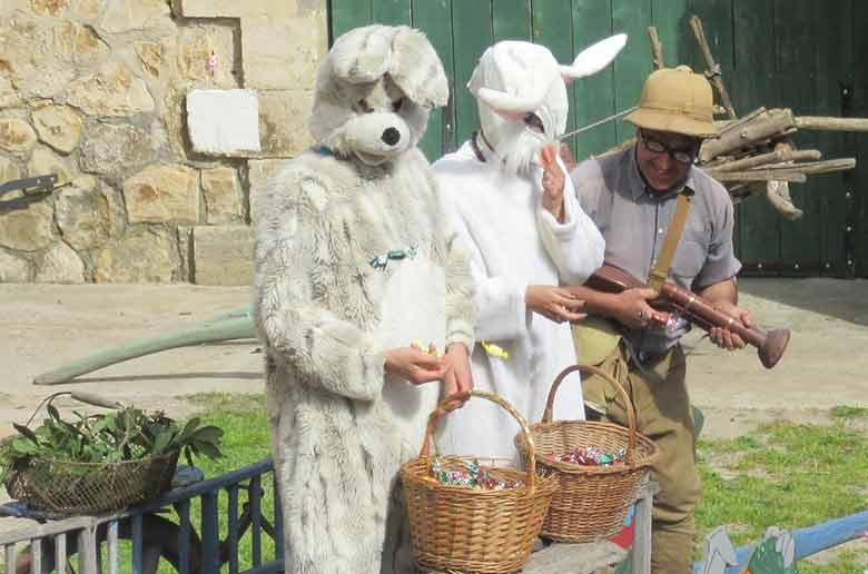 La chasse aux oeufs de pâques au vieux Mas