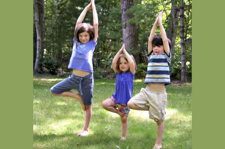 Yoga en famille en plein air