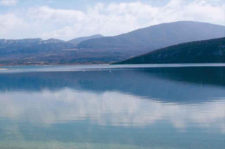 Le lac de Sainte-Croix et ses alentours